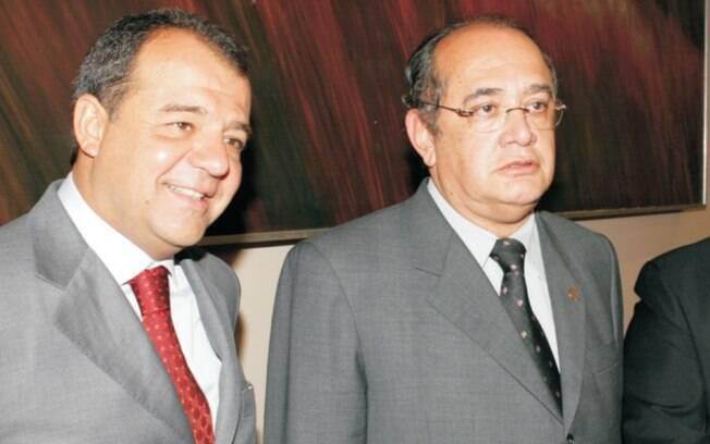 Ex-governador do Rio de Janeiro Sérgio Cabral posa ao lado de Gilmar Mendes em evento realizado em 2010