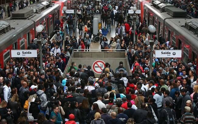 Movimentação de passageiros na estação da Luz, região central de SP