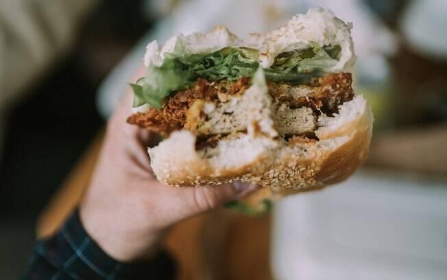 Será que você está exagerando nas refeições e por isso não consegue perder peso?