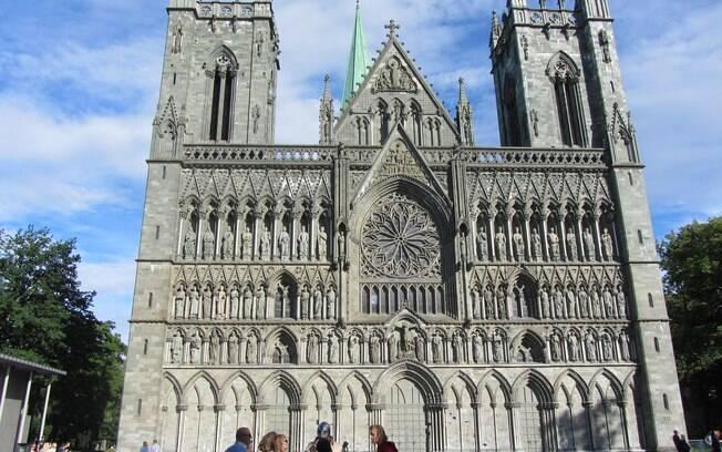 A Catedral Nidarosdomen é uma das principais atrações do local