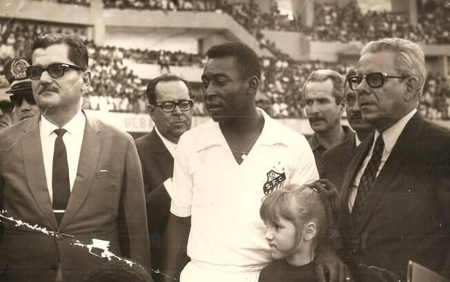 Pelé esteve na inauguração do estádio na capital alagoana%2C em 1970
