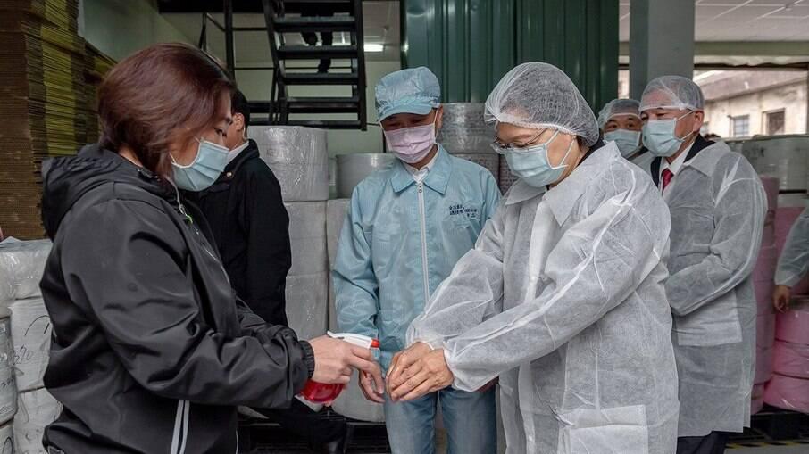 No dia 20 de janeiro de 2020, Taiwan estabeleceu uma Central de Controle de Epidemias (CECC), composto por especialistas em medicina e saúde pública, liderado pelo vice-presidente Dr. Chen Chien-jen, um epidemiologista