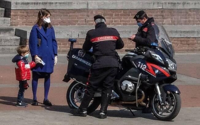 Polícia está fazendo operação nas ruas das cidades italianas