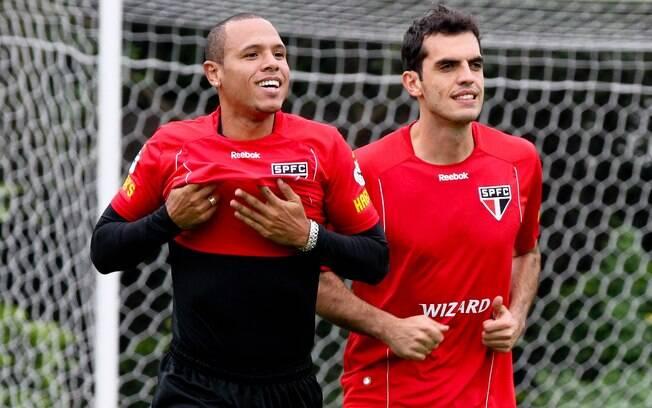 Após toda a polêmica sobre a sua expulsão,  Luis Fabiano sorri no treino do São Paulo nesta  segunda