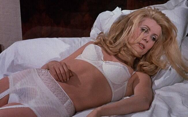 Sexo no cinema: Catherine Deneuve vive a mulher de classe média que se prostitui em