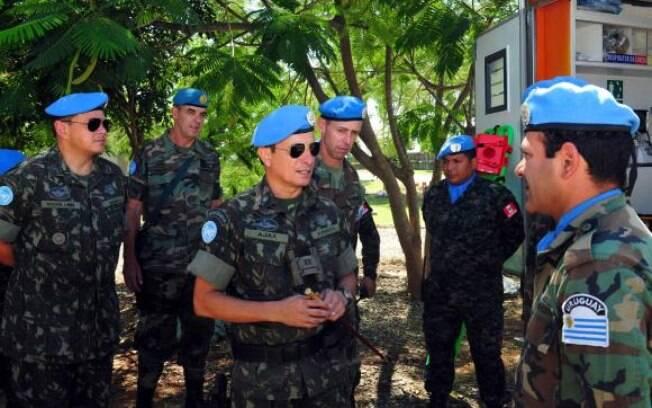 Os partidários da oposição e agora também os da situação estão indo para a rua fazer os seus protestos, disse o general brasileiro Ajax Porto Pinheiro, comandante da Minustah no Haiti