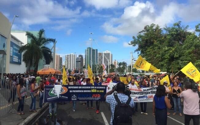 Em Salvador, manifestantes ocuparam a Avenida Iguatemi, parando o trânsito do local