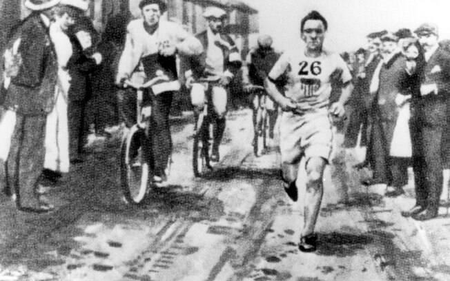 Maratonista em ação nas Olimpíadas de Londres 1908