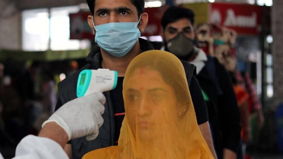 Índia bate recorde e registra 200 mil novos casos de Covid-19