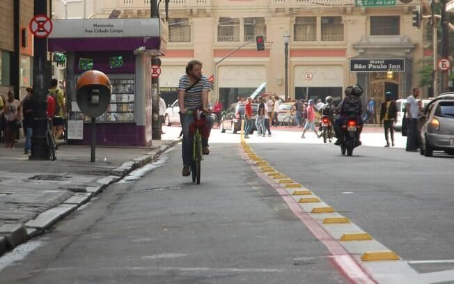 Trecho de ciclovia na região central de SP: para MP, ciclistas prejudicam veículos e ônibus nas ruas