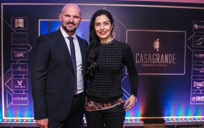 Dr. Carlos Casagrande e Letícia SabatelLa