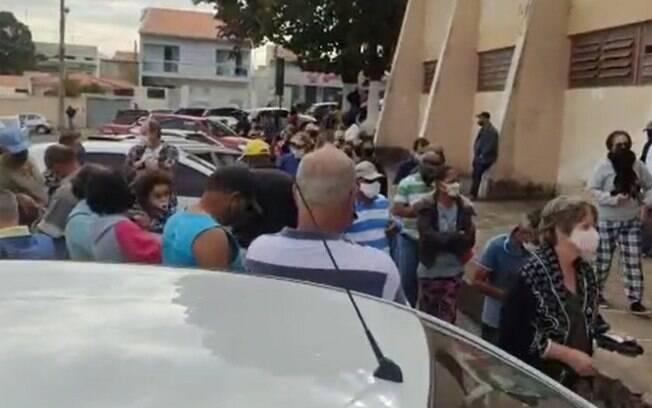 Dia D: Moradores enfrentam filas e aglomerações para se vacinar em Monte Mor