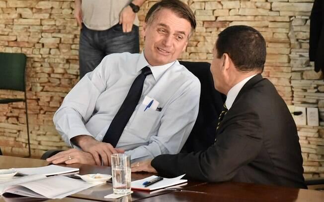 Jair Bolsonaro entregou documento aos seus futuros ministros nesta quinta-feira (27)