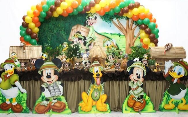 Tanto a turma do Mickey quanto o safári são temas que nunca saem de moda. Se puderem ser unidos em uma decoração, melhor ainda