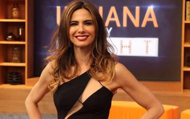 Apresentadora da RedeTV! Luciana Gimenez, de 49 anos de idade, comenta caso Débora Nascimento e José Loreto
