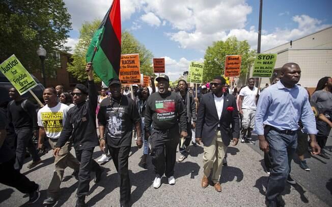 Baltimore tem novos protestos contra morte de negro por policiais