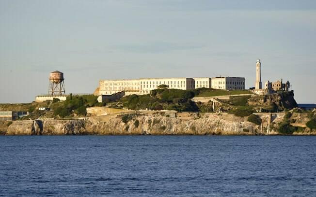 A ilha de Alcatraz tem um clima um pouco sombrio, mas foi eleita pelos turistas como um dos dez monumentos do mundo