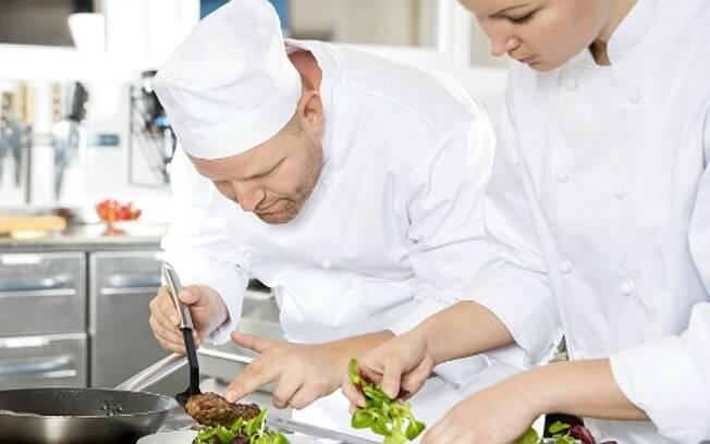 No século XIX, os chefs de cozinha passaram a escrever sobre gastronomia