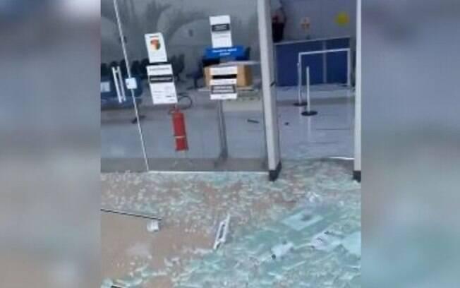 Homem quebra vidros e equipamentos de agência do INSS em Indaiatuba