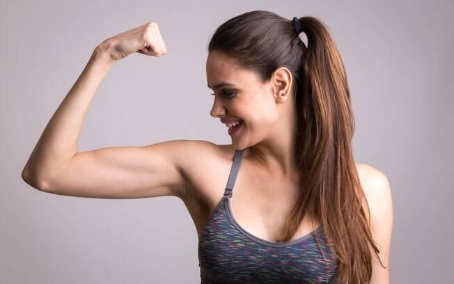 Veja dicas de como fazer exercícios para os bíceps em casa