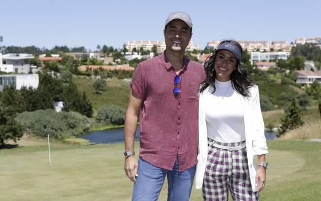 Ricardo Pereira e a esposa em campo de golfe de nova residência em Lisboa