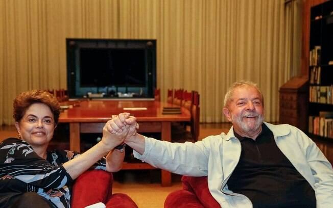 Ex-presidente Dilma lamentou na sua conta oficial no Twitter o fato de Lula e sua mulher, Marisa, terem sido denunciados