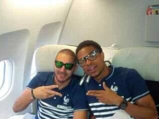 Atacante Benzema postou uma foto ao lado do  também atacante Loïc Rémy