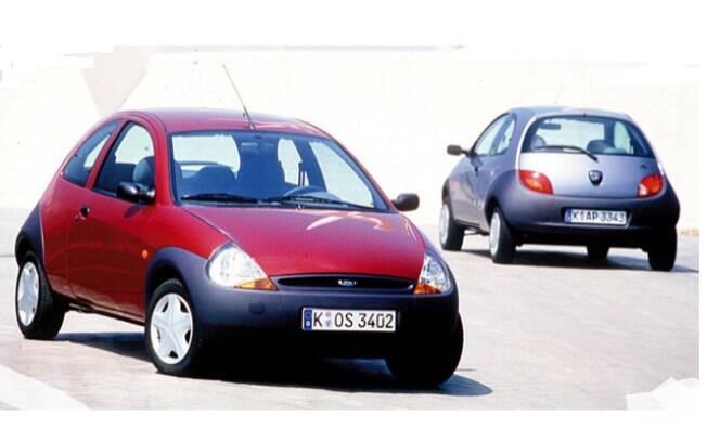 O Ford Ka foi lançado simultaneamente no Brasil e na Europa e apresentou uma proposta de carro funcional e inovador