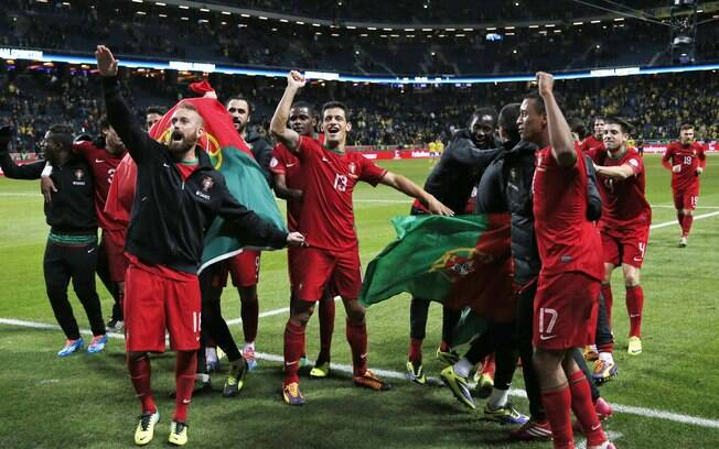 0f4db2cca Seleção de Portugal comemora vaga na Copa de 2014 após eliminar a Suécia na  repescagem.
