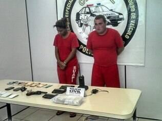 Adriana Pereira dos Santos e Clayton Wanderson Barbosa são suspeitos de roubar sete veículos e usar o dinheiro para financiar o tráfico de drogas em Contagem