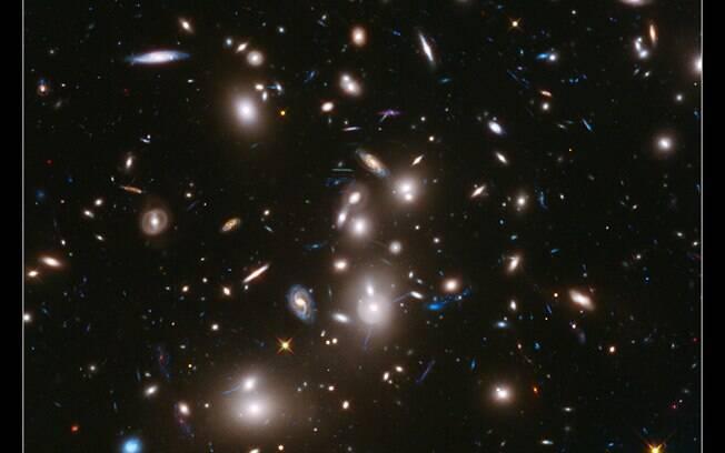 Galáxia foi formada quando Universo era relativamente novo, há cerca de 13,8 bilhões de anos