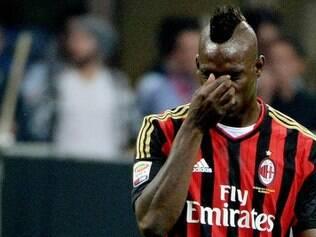 No clássico entre Milan e Roma, pelo Campeonato Italiano, o atacante rossonero Mário Balotelli foi vítima de racismo. Quando pegava na bola, os torcedores rivais imitavam macacos