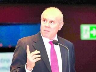 Decisão.   Mantega anunciou medidas ontem após  reunião com empresários