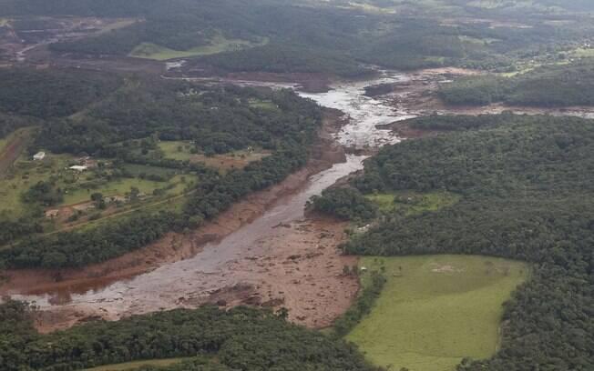 Barragem da Vale se rompeu em Brumadinho, poluindo o rio Paraopeba