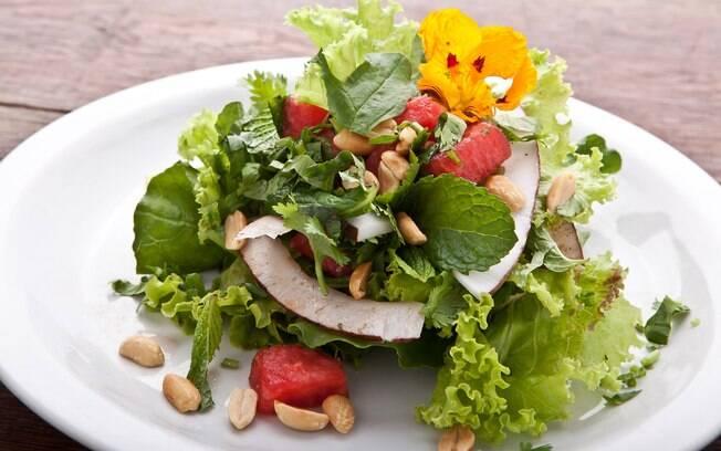Foto da receita Salada thai de melancia pronta.