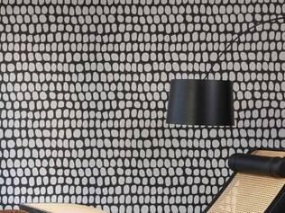 Atemporal. Cadeira assinada por Oscar Niemeyer, com design de 1977, tem linhas orgânicas e custa cerca de US$ 45 mil