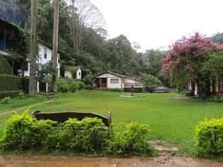 Área verde do Hotel Fonte Limpa são um convite ao descanso e relaxamento