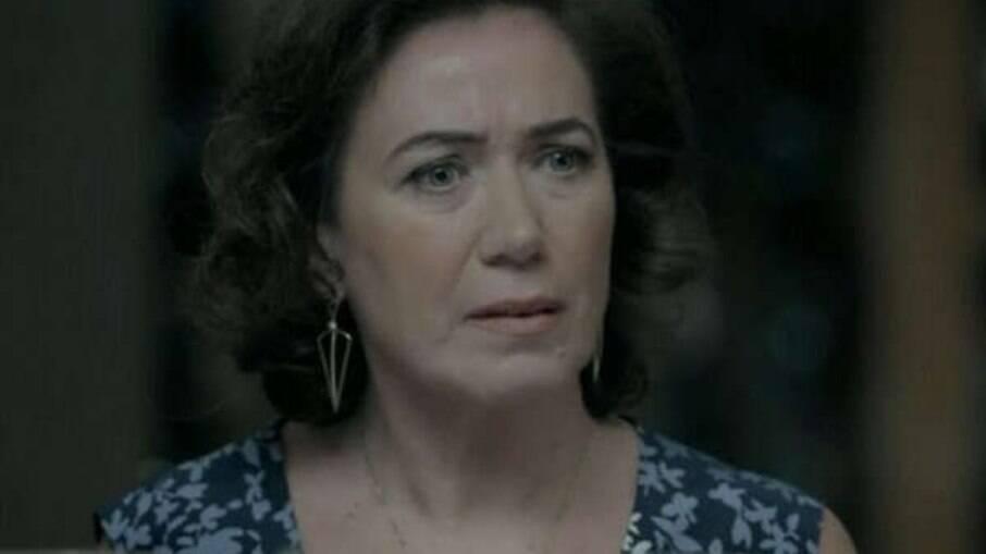 Maria Marta vê Cora usando o anel de José Alfredo