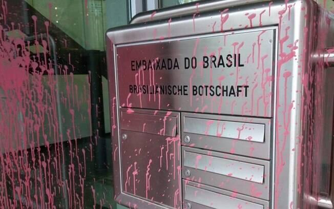 Embaixada do Brasil em Berlim é alvo de vandalismo pela segunda vez no último mês; autoridades investigam motivação