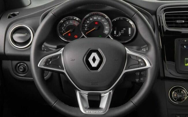 O novo volante do Renault Stepway traz inspirações do Clio europeu. Mas poderia contar com comandos de áudio, não?