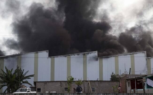 Corpo de Bombeiros enviou sete viaturas para conter as chamas