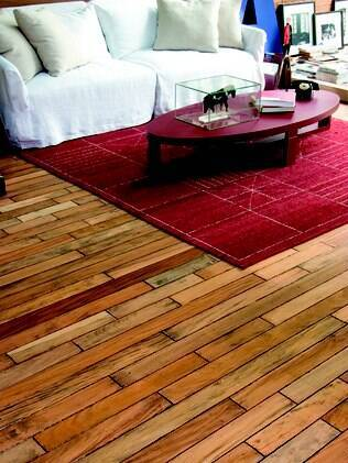 O piso de madeira em peroba tem resistência intermediária e suporta o processo de raspagem