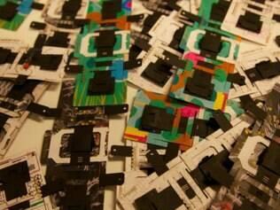 Por ser impresso em papelão, o microscópio Foldscope pode ser fabricado em larga escala