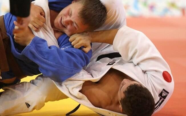 Arthur Cavalcante (à direita) conseguiu o bronze na categoria até 100kg