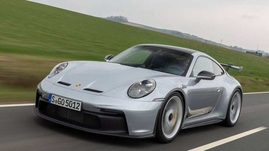 Porsche 911 GT3 2022: motor boxer, aspirado, de 4.0 litros de cilindrada, capaz de render 502 cv e levar o carro a 318 km/h