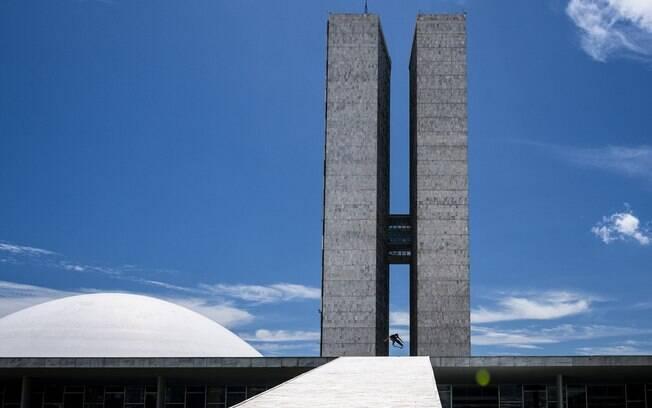 Documentário mostra skatistas andando nas obras de Oscar Niemeyer