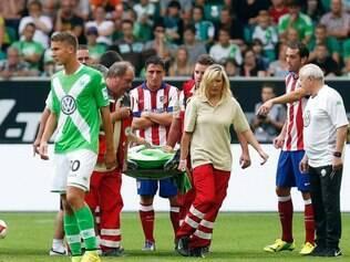 Mario Suárez, ainda no primeiro tempo, deixou o campo de maca