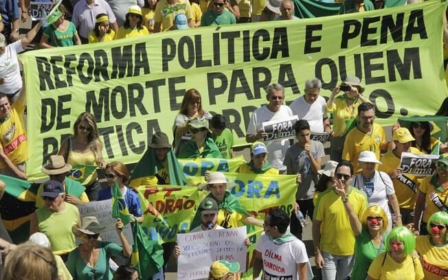 Em Brasília, o acesso dos manifestantes à Praça dos Três Poderes foi bloqueado pela polícia