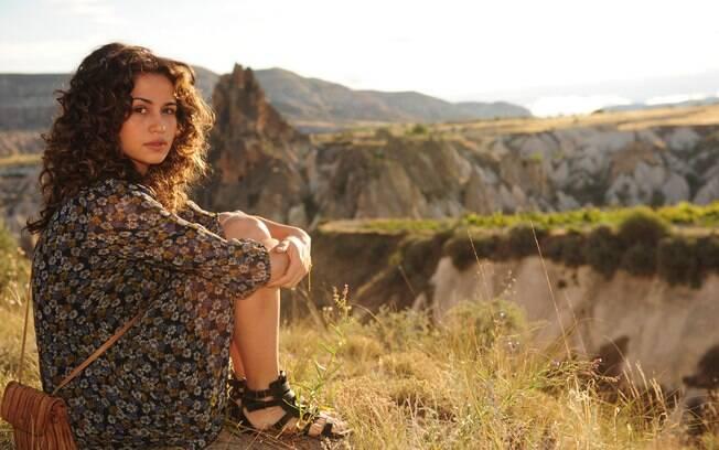 Nanda Costa caracterizada como Morena, durante as gravações de