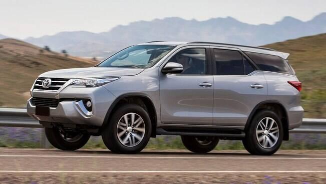 Novo Toyota SW4 terá versão V6 a gasolina no Brasil